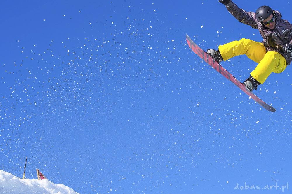snowboardzista skok