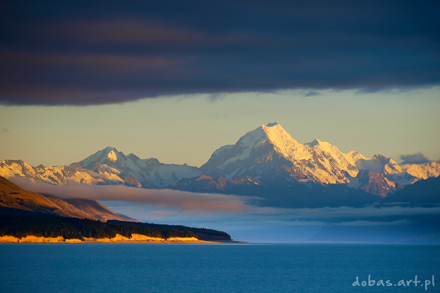 Mt Cook view from the beautiful blue lake Pukaki, New Zealand, South Island