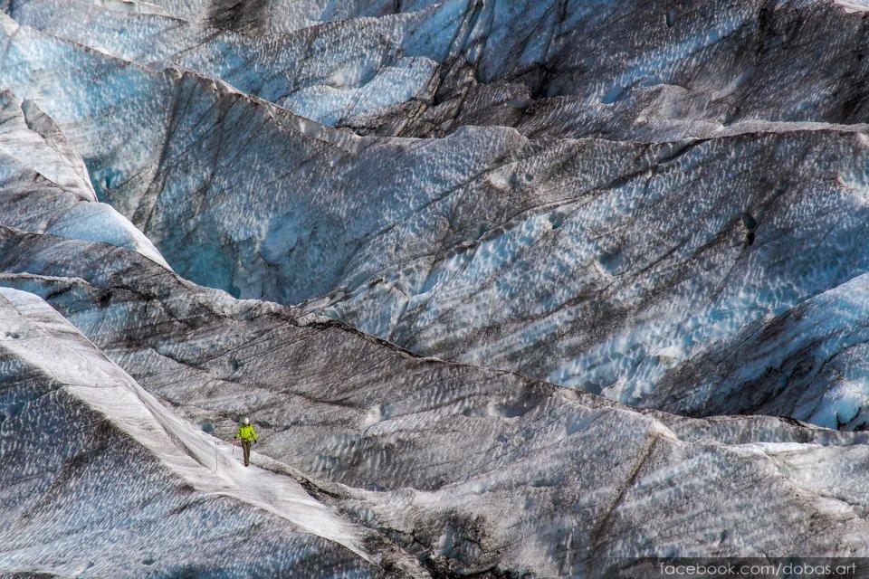 Wspinacz na lodowcu Vatnajokull Islandia