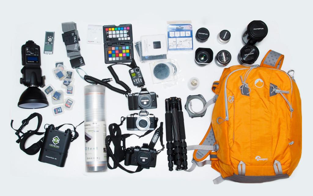korzystając z bezlusterkowców w tego typu plecak można spakować nawet trzy korpusy, siedem obiektywów, matę solarną, statyw, lampę błyskową z zewnętrznym zasilaniem, filtry, baterie, ładowarki czy kopiarki do kart pamięci