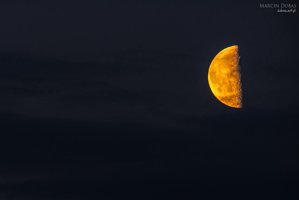 Księżyc podwójna ekspozycja