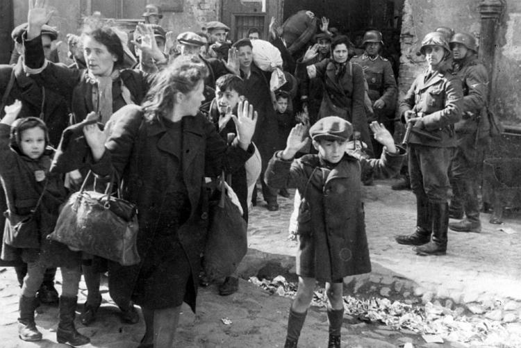 Warszawa 16.05.1943. Ostateczny koniec powstania w getcie (16 kwietnia-16 maja 1943) i zakończenie akcji likwidacji getta i eksterminacja zdecydowanej większości jego mieszkańców. Fot. PAP-reprodukcja